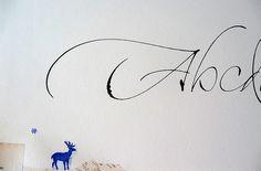 https://flic.kr/p/5FB8cR | Caligrafias en Papelera Palermo | Alfabeto intervenido, cada ejemplar es único y está a la venta en Papelera Palermo.  Del 27 de noviembre al 8 de diciembre, de 10 a 20 hs en Papelera Palermo, Honduras 4945.  <u>Actividades abiertas y gratuitas</u>  <b>Alfabetos con pincel</b> Demo sobre el uso de diversos pinceles chinos. Realización de alfabetos gestuales y experimentales, Lunes 1 de Diciembre 19 hs.  <b>Alfabetos con tiralíneas</b> (Cola pen y otros tiralíneas…