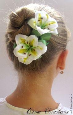 Бело-жёлтая лилия на шпильке - белый,лилия,шпильки с цветами,шпильки для волос
