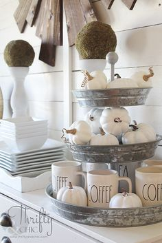 Farmhouse dining room decor and decorating ideas. DIY shiplap in dining room…