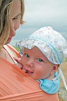 Tragetuch binden: Bei uns finden Sie vier Step-by-Step Anleitungen mit Bildern und eine Checkliste zum richtigen Binden des Baby-Tragetuchs für jedes Kindesalter. © Thinkstock