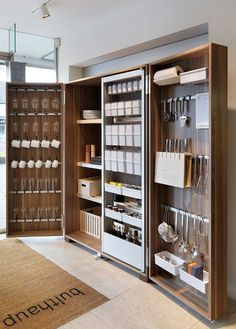Hottest Free modern kitchen storage Suggestions Kitchen shelving is recognized to alternate from sorted to be able to disorder while in the close your lids of. Diy Kitchen Cabinets, Kitchen Pantry, New Kitchen, Kitchen Furniture, Pantry Closet, Furniture Storage, Storage Cabinets, Smart Closet, Kitchen Ideas