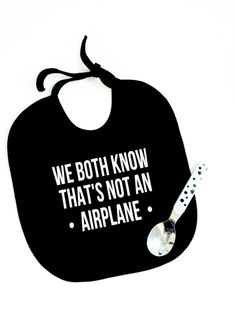 slabbetje 'we both know thats not an airplane' Baby Silhouette, Silhouette Cameo, Scan And Cut, Clothes Crafts, Baby Design, Cricut Design, Diy Fashion, Baby Gifts, Flocking
