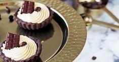 Tartaletky jsou mé oblíbené dezerty na rodinné oslavy, pokud tedy nepeču dort. Příprava je snadná a rychlá, navíc mají bezpo... Quiche, Amazing Cakes, Food And Drink, Cupcakes, Desserts, Peta, Advent, Kitchens, Bakken