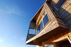 Muelle House is an all wood home made entirely of timber and is one of the last of its kind among Chile architecture in its home town of Chiloe. Home Design Plans, Plan Design, Chile, Dock House, Wood Structure, Architect House, Garden Office, House In The Woods, Villa