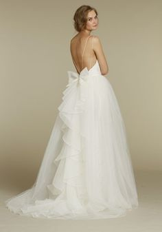 not the biggest fan of the bow.. but im realizing I kinda love light, airy tulle gowns