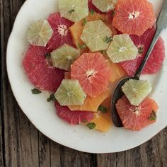 Cayenne Citrus Fruit Salad | Dairy free, gluten free, paleo, and vegetarian. | Click for healthy recipe. | Via Frontier Co-op