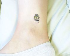 Cactus tattoo - 16 Tiny Foot Tattoos You'll Be Obsessing Over via Brit + Co Mini Tattoos, Tiny Foot Tattoos, Little Tattoos, Pretty Tattoos, Cute Tattoos, Tattoos Skull, Tatoos, Ankle Tattoos, Cactus Tattoo Small
