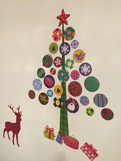 「クリスマスツリー  壁面」の画像検索結果 Felt Christmas Decorations, Easy Christmas Crafts, Simple Christmas, Winter Christmas, Handmade Christmas, Merry Christmas, Christmas Door, Christmas Design, Christmas Cards