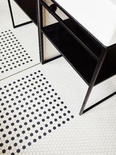 Compact appartement in Parijs met marmeren eettafel - Roomed | roomed.nl