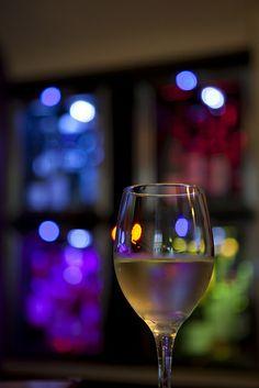 Verre de vin | Flickr: Greg Kingston | #wine #photography #bokeh