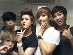 Aaaaaaaw!!!! How cute!!!!!!! :D Yang Seung Ho with Mir, Thunder, Lee Joon and G.O