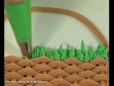 The grass decorating tip creates the most celebrated, easily accomplished decorations! The serrated edges of the grass tip makes ridges in the icing as you squeeze it out. Wilton's step-by-step video shows you how/dcc Cake Decorating Piping, Cake Decorating Techniques, Cake Decorating Tutorials, Cookie Decorating, Decorating Cakes, Icing Tips, Frosting Tips, Dessert Decoration, Icing Decorations