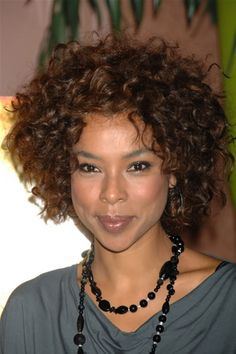 2012 Celebrity Hairstyles Short Curly Hairstyle From Sophie Okonedo - Free Download 2012 Celebrity Hairstyles Short Curly Hairstyle From Sophie Okonedo #12621 With Resolution 400x600 Pixel | KookHair.com