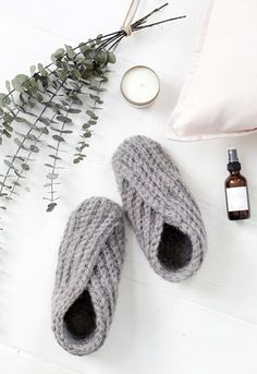 DIY Crochet Slippers @themerrythought