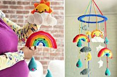 Crochet Stuff Toys Crochet Rainbow Baby Mobile - You will love to make this Crochet Rainbow Baby Mobile and we have a free pattern for you. Check out the different versions and the rainbow ripple blanket. Crochet Frog, Crochet Daisy, Crochet Bebe, Cute Crochet, Easy Crochet, Peacock Crochet, Beautiful Crochet, Crochet Baby Mobiles, Crochet Mobile