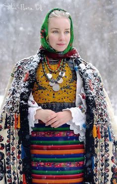 Romanian last century fashion Folk Costume, Costumes, Snow Queen, Ethnic Fashion, Winter Wear, Traditional Outfits, Ukraine, Harajuku, Curly Hair Styles