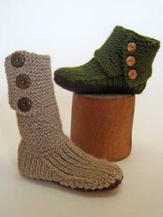 Prairie Boots Knit Pattern Cool idea! Intermediate and you have to pay for the pattern...but hmmm.