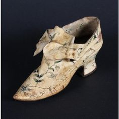 A rare embroidered leather shoe (I see Isabel Marant) by oldrose Vintage Shoes, Vintage Accessories, Vintage Outfits, Vintage Fashion, 1920s Shoes, 18th Century Clothing, 18th Century Fashion, Antique Clothing, Historical Clothing