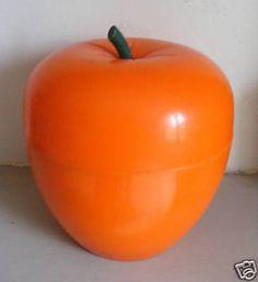 """Qui n a pas eu cette """"pomme glaçons"""" dans les soirées des seventies? Objet culte! Je crois qu elle existait en vert.. Pomme?"""