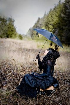 Top Gothic Fashion Tips To Keep You In Style. As trends change, and you age, be willing to alter your style so that you can always look your best. Consistently using good gothic fashion sense can help Gothic Steampunk, Victorian Gothic, Gothic Lolita, Bettie Page, Dark Beauty, Gothic Beauty, Dark Fashion, Gothic Fashion, Lolita Fashion