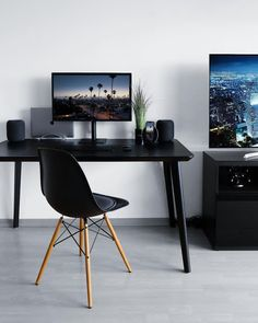 All Black workstation by Massimo Russo. All Black workstation by Massimo Russo. Home Office Setup, Desk Setup, Room Setup, Home Office Design, Pc Desk, Laptop Desk, Men's Home Offices, Minimal Desk, Simple Desk