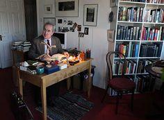 John Banville (también Benjamin Black) en su estancia de trabajo.