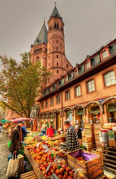 Saturday Market in Mainz, Germany via Flickr.