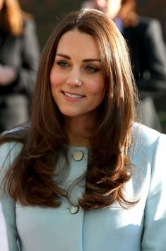 Kate Middleton Photos - Catherine, Duchess of Cambridge meets Rosie Benson and her son Zach during a visit to formally open Kensington Aldridge Academy on January 2015 in London, England. - Kate Middleton Opens the Kensington Leisure Centre — Part 2 Kate Middleton Pregnant, Kate Middleton Hair, Kate Middleton Photos, Duchess Kate, Duke And Duchess, Duchess Of Cambridge, Prince William And Catherine, William Kate, Princesa Kate Middleton