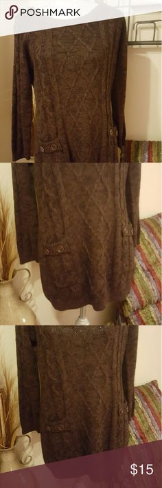 Comfy Oversized Sweater This is a super cute oversized sweater. Nice and long with sweet side pockets for effect. Looks fantastic with leggings and boots or dress pants and heels! A must have for every closet. Sz  X-LARGE Sweaters