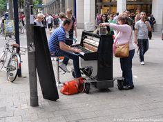 ... pianoforte su ruote ....Hamburg (D) - 4/7/2012  -  © Umberto Garbagnati -