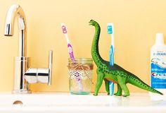 男の子のママさん必見!お子さんも大好きな恐竜フィギュアで、可愛いインテリアを作れるってご存知ですか?作り方は、とっても簡単。DIY初心者さんでも難なくこなせる作品ばかりです。本記事では、そんな恐竜フィギュアを使った簡単で可愛いDIY作品をご紹介いたします。