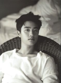 Kyungsoo - gawwwd, collarbone!!  Those neck contours are intoxicating...