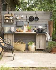 78 Relaxing Outdoor Kitchen Ideas for Happy Cooking & Lively Part Built In Grill Design Ideas, Pictures, Remodel and Decor Simple Outdoor Kitchen, Rustic Outdoor Kitchens, Outdoor Kitchen Design, Kitchen On A Budget, Diy On A Budget, Diy Kitchen, Kitchen Decor, Cheap Kitchen, Diy Patio Kitchen Ideas
