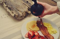 Breakfast for dinner is one of my favorites. There's something about it that's so comforting and did I mention quick? Last night we had breakfast with Recap! We topped our pancakes with 100% real m...