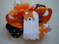 Perfect accessory for your little girls Halloween outfit or in keeping with the spirit of Halloween! Halloween Boo Ghost decorated with an Orange Polka Dot Bow w/Rhinestone and attached to a Black Polka Dot Clip. The ghost is lined with white felt for added support and all ribbon ends are sealed to prevent fraying. The clip is made from top quality grosgrain ribbon and is attached to a lined alligator clip. Bow size is approximately 2.25 x1.75. Makes great party favors, please convo for ...