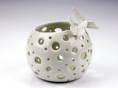Ceramic Lantern, Ceramic Candle Holders, Ceramic Decor, Ceramic Clay, Ceramic Pottery, Tea Light Candles, Tea Lights, Clay Art Projects, Diy Shops