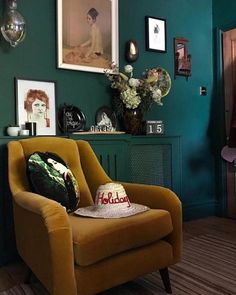 Best Home Decoration Stores Green Lounge, Green Sofa, Yellow Sofa, Dark Teal Living Room, Green Living Rooms, Dark Green Rooms, Living Spaces, Mustard Living Rooms, Living Room Designs