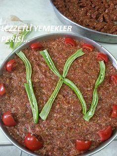 Antep Usulü Tepsi Kebabı (Kilis Tava) Tarifi | Ana Yemek Tarifleri Cute Food, Good Food, Yummy Food, Turkish Kitchen, Kebab Recipes, Mediterranean Dishes, Arabic Food, Iftar, Turkish Recipes
