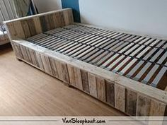 Bed van sloophout. #reclaimed #wood #sloophout #bed #slaapkamer #interieur #wonen #woontrends #wooninspiratie