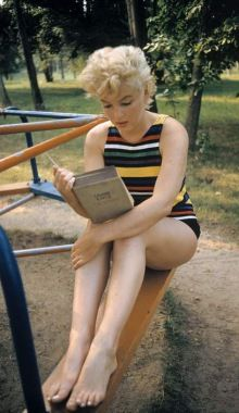 Eve Arnold 1955 USA. New York. Long Island. US actress Marilyn MONROE reading.