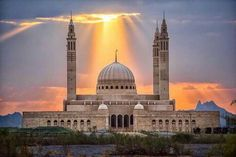 Sultan Qaboos Mosque, Nizwa, Oman what an awesome shot! Islamic Architecture, Beautiful Architecture, Art And Architecture, Monuments, Beautiful World, Beautiful Places, Naher Osten, Sultan Qaboos, Beautiful Mosques