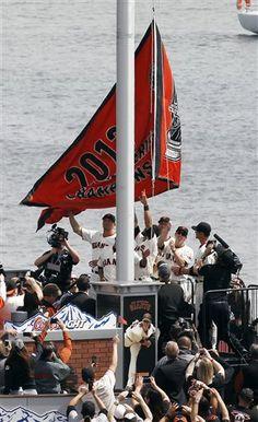 Wooohoooo Raising the Flag ~ SFGiants