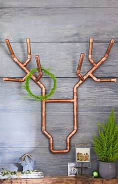 Let the reddish glow of copper add a warm, whimsical touch to your holiday decor. Build it quickly from copper pipe and fittings. Remove the Christmas decorations and use the deer all year as wall art. Use straws or other stuff Reindeer Decorations, Decoration Christmas, Christmas Wall Art, Christmas Home, Christmas Ideas, Reindeer Christmas, Holiday Decorating, Reindeer Head, Xmas