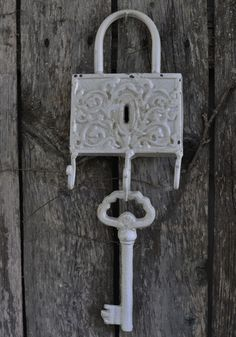 I totally have this one lol Got it from Hobby Lobby a few years back Door Knobs And Knockers, Knobs And Handles, Antique Keys, Vintage Keys, Lost Keys, Under Lock And Key, Padlocks, Skeleton Keys, Tinkerbell