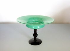 green coupe bijou by Schneider Art Of Glass, Traditional Decor, Antique Glass, Interior Design, Interior Ideas, Hand Blown Glass, Mid-century Modern, Tableware, Vases