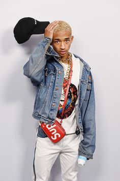 Jaden Smith shows off his Supreme bag and his denim jacket Urban Fashion, High Fashion, Mens Fashion, Fashion Edgy, Jaden Smith Fashion, Ootd Men, Will Smith, After Earth, Estilo Hipster