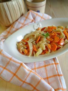 Contorno di finocchi e carote ricetta Always Hungry, Vegetable Recipes, Thai Red Curry, Salad Recipes, Buffet, Salads, Food Porn, Food And Drink, Health Fitness