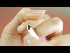 예쁘고 건강한 손톱을 만들기 위한 기초 네일 케어의 모든 것을 알려드립니다. 큐티클을 쉽게 제거하는 방법과 예쁜 손톱 만들기 위한 버퍼 사용법을 파우더룸 TV에서 확인해보세요~! [[사용제품]] 이니스프리 네일 에모리 보드(파일) 아리따움 4면 네일블럭 아리따움 모디네일큐티클 리무...
