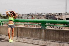 Kayla Itsines est la créatrice du Bikini Body Guide ! J'ai adoré effectuer son programme mélangeant fitness et HIIT pendant 3 mois. Cliquez pour découvrir mon avis complet sur lutetiaflaviae.com