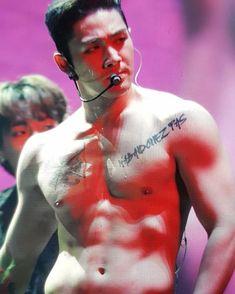 Cute Asian Guys, Asian Boys, Asian Men, Nuest Kpop, Hot Guys Tattoos, Choi Siwon, Waiting, Kpop Merch, Nu Est